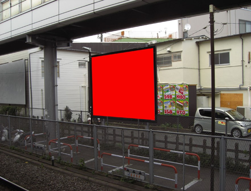 菊名駅ホーム前 建植看板